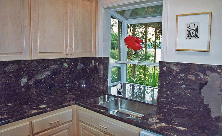 Full height granite back splash