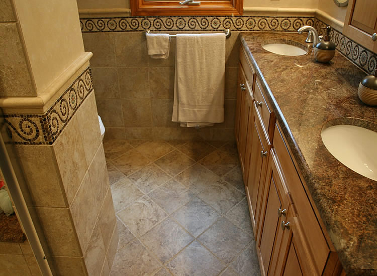 Dal Tile Paraiso Carmella 10x10 Floor With Kraftmaid Bathroom Vanity