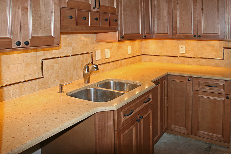 Kitchen Countertop and Backsplash w Tile