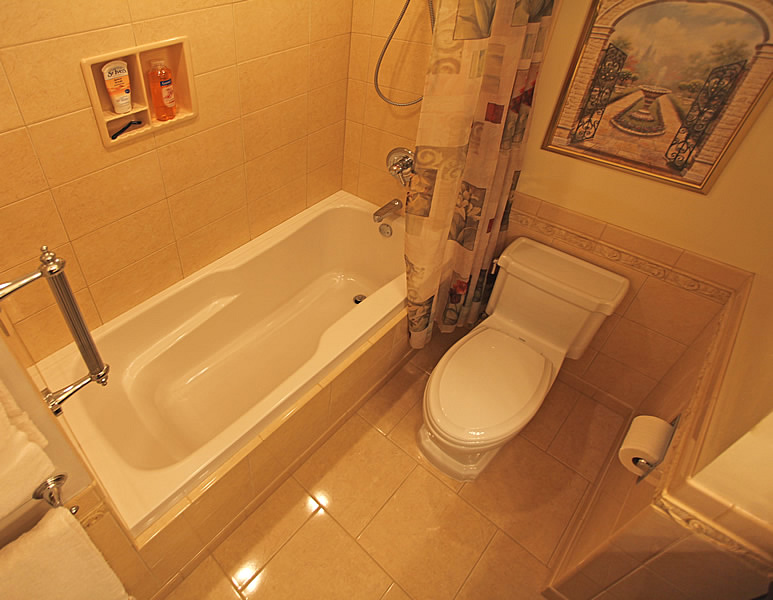 Small bathroom remodeling fairfax burke manassas remodel for Small bathroom designs india pictures