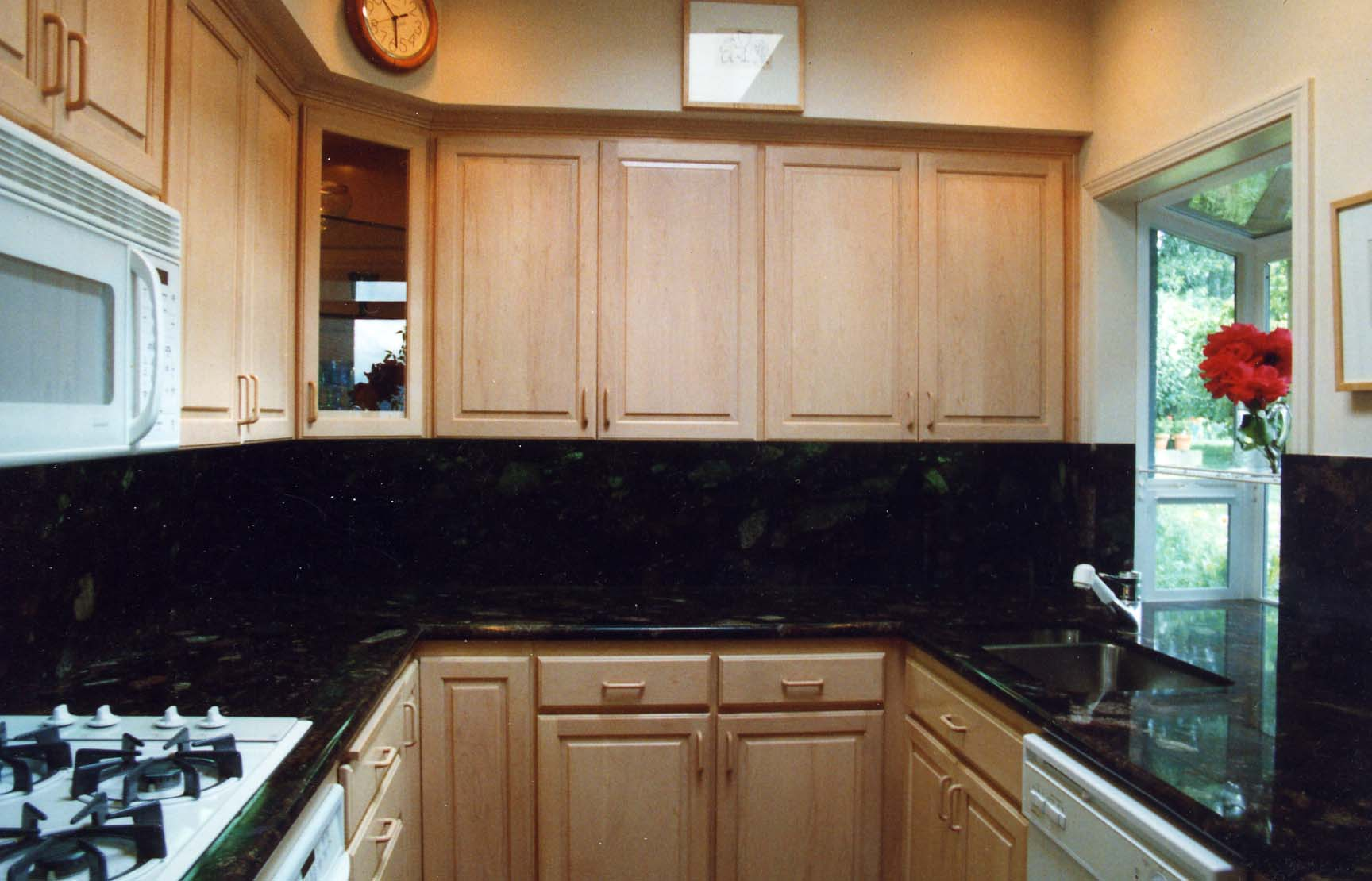 Backsplash Ideas Black Granite Countertops Maple Cabinets | Bar ...